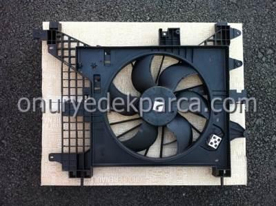 Dacia Duster Fan Motoru Fan Davlumbazı Komple 214814567R 8200880555