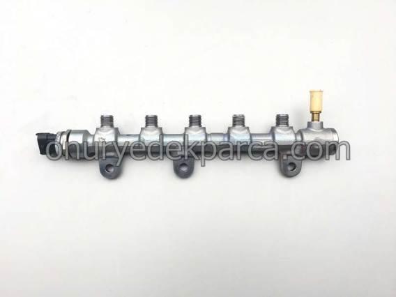 8201040904 0445214230 Renault Laguna 3 Latitude 2.0 Dci M9R Yakıt Rampası Dağıtıcı